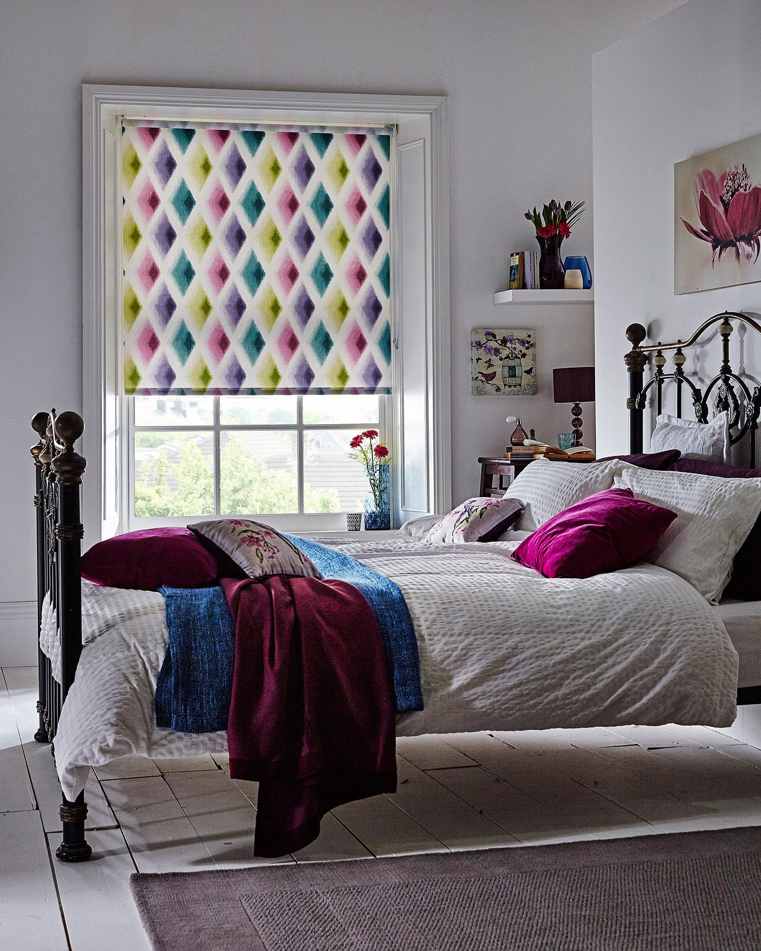 amoura-roller-bedroom