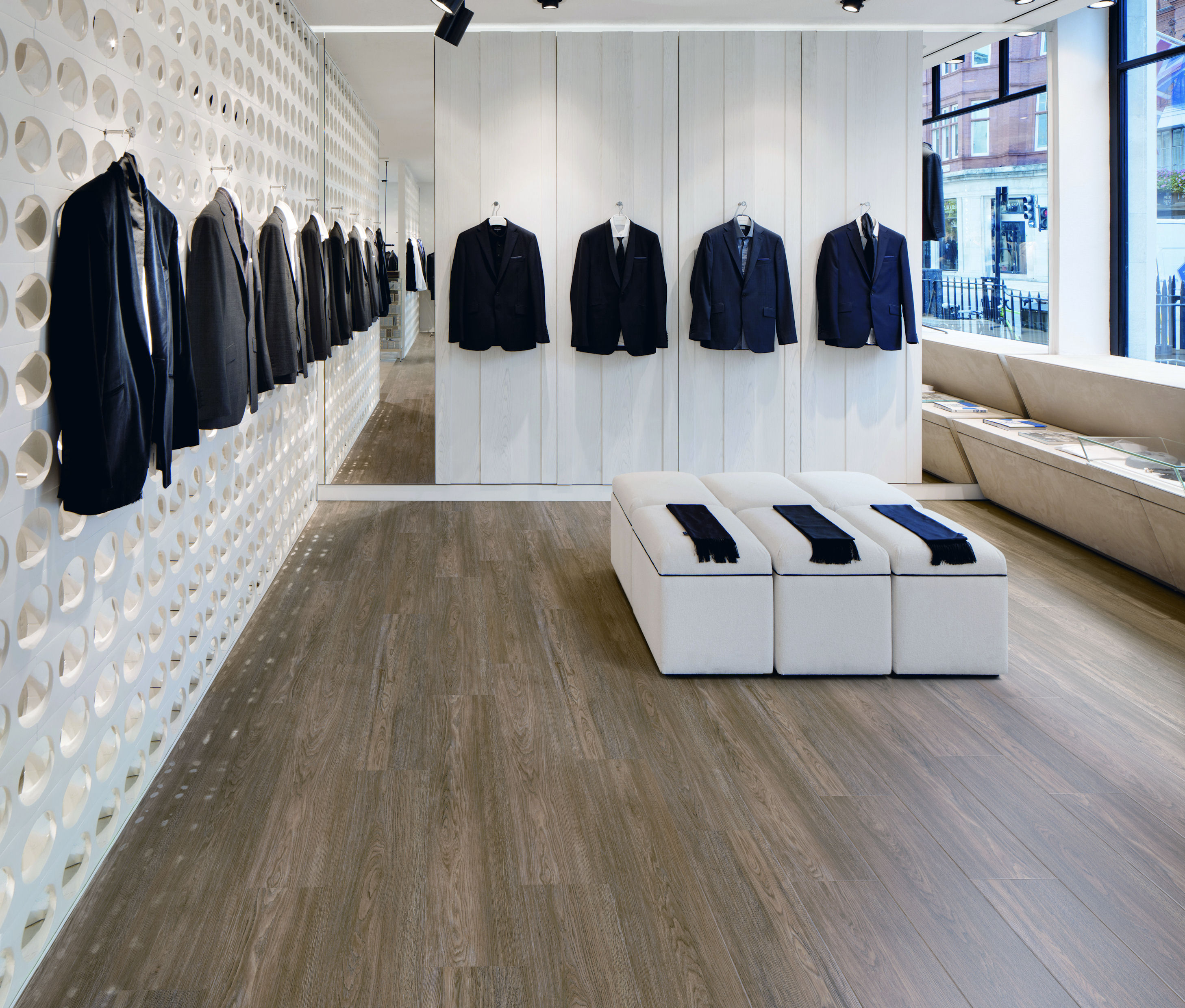 Spencer Hart, London, W1K 5DX, United Kingdom. Architect: Shed-design, 2011. Store display.